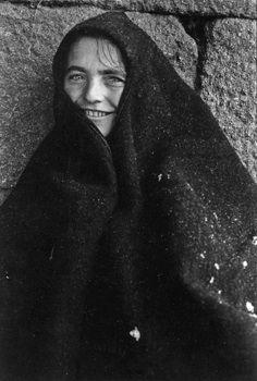 Photo : Georges Dussaud, le Portugal en clair-obscur   LUSITANIE Portugal, Photos, Pictures, Portuguese, Fractals, Mona Lisa, Art Photography, Artwork, People