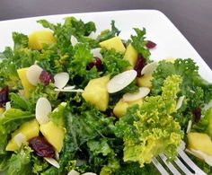 Salad recipes & dressings / vinaigrettes- Kale salad with mango, almonds and blueberries – Pinch of Flavor - Raw Food Recipes, Salad Recipes, Vegetarian Recipes, Cooking Recipes, Healthy Recipes, Healthy Salads, Healthy Eating, I Love Food, Good Food