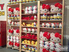 1034_sanrio_hellokitty_con_friendship_station_pop-up_shop_67 Stuffed animals Hello Kitty