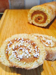 Kanelbullerulltårta Healthy Recepies, Fika, Doughnut, Baking Recipes, Food And Drink, Sweets, Bread, Candy, Snacks