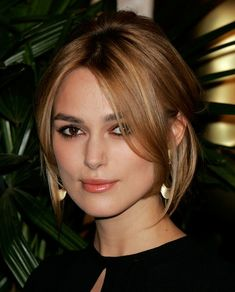 Keira Knightley Loose Bun Keira Knightly opted for a loose bun and center part bangs at the 78th Annual Academy Awards.