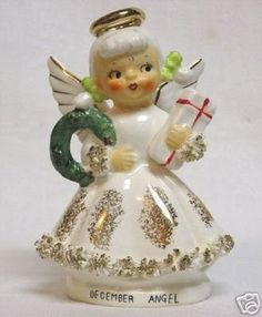 Beautiful Lefton December Angel #526 w Wreath & Gift | #32690914