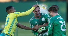 Gabriel Jesus acerta a primeira ovada em Prass (FOTO: Cesar Greco/Palmeiras)