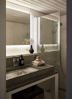 Kuinka yksiöön saa kolmion toiminnot? Katso, millaisen ihmeen Yvonne teki 38 neliön kodissaan Helsingissä - Deko Bathroom Lighting, Mirror, Furniture, Home Decor, Deco, Bathroom Light Fittings, Bathroom Vanity Lighting, Decoration Home, Room Decor