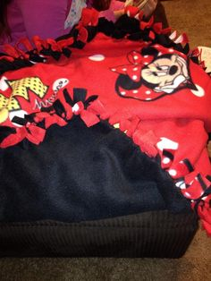 Minnie Mouse no sew blanket