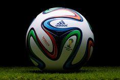 2014 Dünya Kupası'nın resmi futbol topu Brazuca'nın tasarımı www.sporradyosu.com