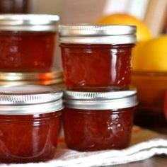 Marmellata di melograno Preserving Food, Preserves, Mousse, Jelly, Salsa, Buffet, Food And Drink, Jar, Fruit