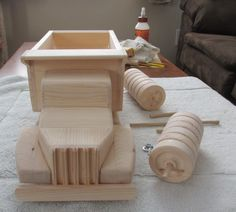 IMG_0034crop Wooden Toy Trucks, Wooden Car, Metal Toys, Wood Toys, Woodworking Plans, Woodworking Projects, Wood Projects That Sell, Homemade Toys, Diy Desk
