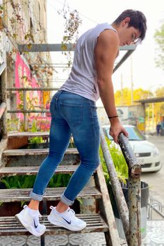 Superenge Jeans, Boys Jeans, Men In Tight Pants, Spray On Jeans, Teen Boy Fashion, Fashion Photography Poses, Herren Outfit, Muscular Men, Best Mens Fashion