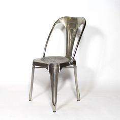 Cette chaise industrielle métalapportera une touche de modernité à votre intérieur, avec son design de style industriel qui séduit toujours autant. Dimensions (HxLxP) : 84 x 41 x 52 cm. Livraison Standard au pied de l'immeuble, sur créneau journalier (du lundi au vendredi).
