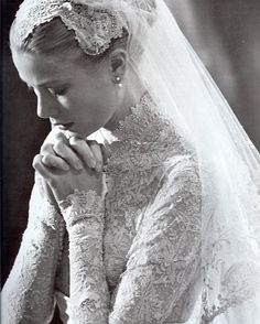 April 1956 – Grace Kelly Wedding Dress to marry Prince Rainier of Monaco. April 1956 – Grace Kelly Wedding Dress to marry Prince Rainier of Monaco. Wedding Book, Dream Wedding, Wedding Ceremony, Wedding Ideas, Wedding Prayer, Wedding Inspiration, Wedding Pictures, Hair Inspiration, Marriage Prayer