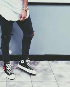 """Converse chuck taylor all star """"comme des garcons"""" Converse Haute, Mode Converse, Galaxy Converse, Sneakers Mode, Converse Men, Running Sneakers, Sneaker Outfits, Converse Sneaker, Black Converse Outfits"""