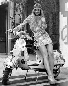 Vespa girl end of Vespa Motorcycle, Vespa Bike, Motos Vespa, Lambretta Scooter, Vespa Scooters, Piaggio Vespa, Scooter Girl, Vespa Vintage, Motor Scooters