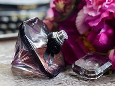 Lancôme La Nuit Trésor Eau de Parfum Perfume // Lancome Perfume // Lacome la nuit tresor perfume // perfume and flowers