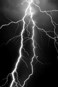 I love lightning and thunderstorms who else is with me. Lightning is just so pretty to watch. Lightning Photography, Tumblr Photography, Nature Photography, Photography Tips, Black And White Aesthetic, Purple Aesthetic, Black Aesthetic Wallpaper, Aesthetic Wallpapers, Aesthetic Backgrounds