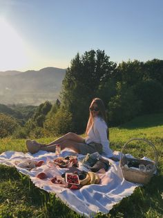 Picnic Date, Beach Picnic, Summer Picnic, Summer Dream, Summer Girls, Summer Time, Colorfull Wallpaper, Picnic Pictures, Comida Picnic