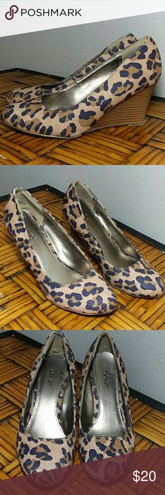 Cute wedges Very comfortable! Dexter Shoes Wedges
