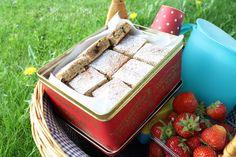 Saftig banankake i langpanne med sjokolade - Godt.no - Finn noe godt å spise Norwegian Food, Cake Bars, Sweet Recipes, Cravings, Recipies, Deserts, Yummy Food, Sweets, Cooking