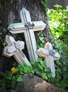 True Riches are handmade crosses and other artifacts constructed of antique hardwood from old barns and historic homes. They make the perfect wedding, house warming, baby, or anniversary gift. Wall Crosses Diy, Wooden Crosses, Crosses Decor, Decorative Crosses, Mosaic Crosses, Cemetary Decorations, Texas Decorations, Wood Dog, Barn Wood