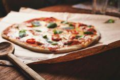 Mindenkinek kell, hogy legyen egy pizza alapreceptje Vegetarian Pizza Recipe, Healthy Pizza, Vegan Pizza, Pizza Recipes, Vegan Recipes, Perfect Pizza, Good Pizza, Pizza Pizza, Pizza Dough