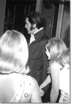 1970 8 06 Elvis Presley at a Nancy Sinatra show at Caesar's Palace in Las Vegas, Nevada