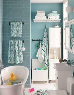 Salle de bains pour enfant avec une mini baignoire