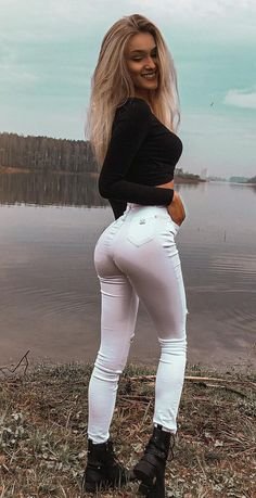 Beautiful Legs, Beautiful Women, White Skinny Jeans, Long Pants, Girls Jeans, Sexy Outfits, Tights, Leggings, Cool Girl
