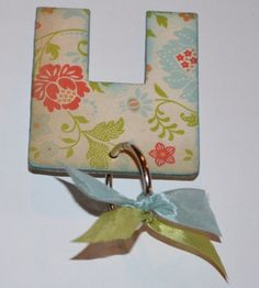 Perfect bow maker.  Great new idea!  Gotta try this....