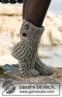 Moon Socks by DROPS Design - Cutest Knitted DIY: FREE Pattern for Cozy Slipper Boots. I love my knitted slippers, would definitely love these! Crochet Slipper Boots, Knitted Slippers, Crochet Slippers, Knit Crochet, Slipper Socks, Crochet Gifts, Knit Slippers Free Pattern, Bedroom Slippers, Knitted Booties