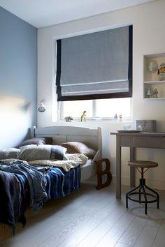 dimago® raamdecoratie #vouwgordijn #jongenskamer - inspiratie  Leuk #idee: afgewerkt met contrasterende band. Rolgordijn op maat? Exclusief bij Verf & Wand