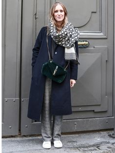 【ELLE】こなれ感たっぷりなストールテクに脱帽! エル・オンライン Cool Outfits, Fashion Outfits, Womens Fashion, Snap Girls, White Fashion Sneakers, Fashion Pictures, Passion For Fashion, Autumn Winter Fashion, What To Wear