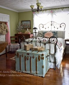 35 Amazingly Pretty Shabby Chic Bedroom Design and Decor Ideas - The Trending House Shabby Chic Bedrooms, Bedroom Vintage, Shabby Chic Decor, Vintage Decor, Retro Christmas, Christmas Home, Country Christmas, Painted Trunk, Painted Chest