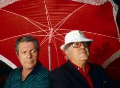 Actor Marcello Mastroianni and director Federico Fellini shelter under a red umbrella in Rome between shots of Fellini's 1987 film Intervista. The Italian movie is based on Fellini's life as a filmmaker. Hollywood Actor, Classic Hollywood, Old Hollywood, Marcello Mastroianni, Sophia Loren, Rome, Grand Cross, Cinema, Actor Studio