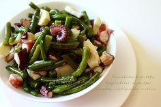 L' Insalata fredda fagiolini e polpo è il piatto ideale per un antipasto di mare, un secondo con contorno o un bel piatto unico.