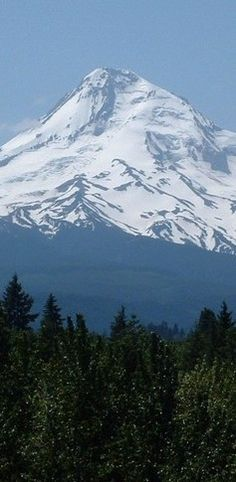 Mount Hood east of Portland, Oregon • photo: Dan on Idaho Summits