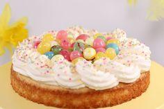 Nu närmar vi oss påsken och söker du en enkel kaka som passar till påsk så vill jag tipsa om denna påskkladdkaka. Den har god smak av citron och med lite strössel och påskgodis i färgglada färger så… Donut Muffins, Donuts, Dessert Recipes, Desserts, Red Velvet, Frosting, Cake Decorating, Cereal, Breakfast