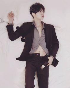 photoshop luhan from cosplay kumaQi photo Chanbaek, Exo Ot12, Extended Play, Yonsei University, Funny Science Jokes, Gu Family Books, Big Bang Top, Exo Memes, Chinese Boy