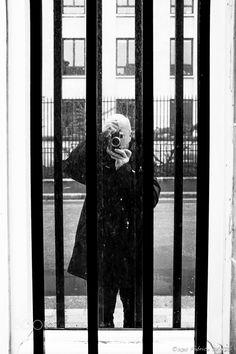 Self-Portrait - Derrière les barreaux Paris - Rue André Pascal