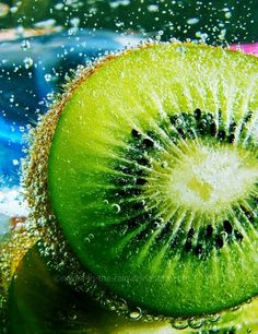 Summer sunshine is bringing out fruity kiwi colours Fresco, Juicy Fruit, Fresh Fruit, Fruit Flowers, Grilling Gifts, Texture Photography, Summer Barbecue, Food Platters, Fruit Drinks