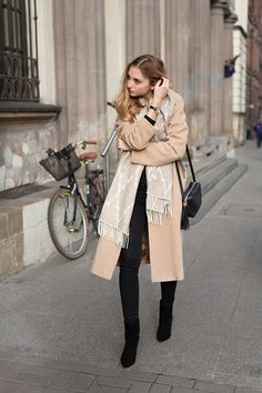 Get this look: http://lb.nu/look/7990852 More looks by Jess A.: http://lb.nu/fashionmugging Items in this look: Hans & Sophie Scarf, Gucci Soho Disco Bag, Hexeline Camel Coat #chic #classic #elegant