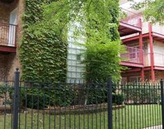 Sheridan Park- Ravenswood Gardens 4543 N Dover 60640 $907 laundry on site, secured entry, management on site