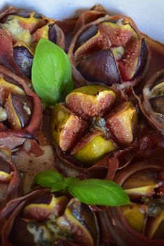 Figues rôties au Stilton et vinaigre balsamique -Baked figs with Stilton and balsamic Great British, Figs, Kung Pao Chicken, Baking, Fruit, Ethnic Recipes, Balsamic Vinegar, Country Bread, Fig Tree