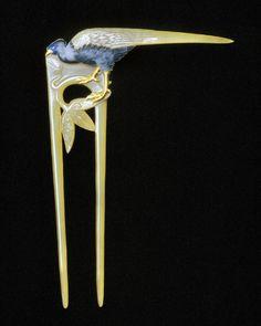 René Lalique (1860-1945), Hair comb, c. 1898-1899, Horn, gold, enamel, 15.5 cm, Designmuseum Danmark, Kopenhagen
