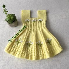 No photo description. Knit Baby Dress, Crochet Baby Clothes, Baby Knitting Patterns, Baby Patterns, Tricot Baby, Baby Pullover, Baby Cardigan, Baby Sweaters, Little Dresses