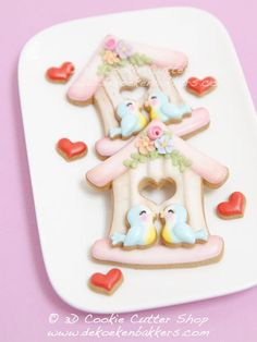 (^o^) C is for Cookie (^o^) ~ Love Birds! ❤ Our new Birdhouse Cutter comes with the little Bird and Heart cutter. Bird Cookies, Rose Cookies, Fun Cookies, Cupcake Cookies, Sugar Cookies, Decorated Cookies, Spice Cookies, Valentines Day Cookies, Valentine Cookies