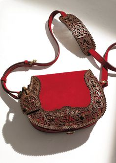 ralphlauren: Ralph Lauren Collection Get the first look at the Tooled Saddle Bag from tomorrow's Sunday Styles Supernatural Sty Leather Carving, Leather Tooling, Leather Purses, Leather Handbags, Leather Bags, Tooled Leather, Fashion Bags, Fashion Accessories, Deco Cuir