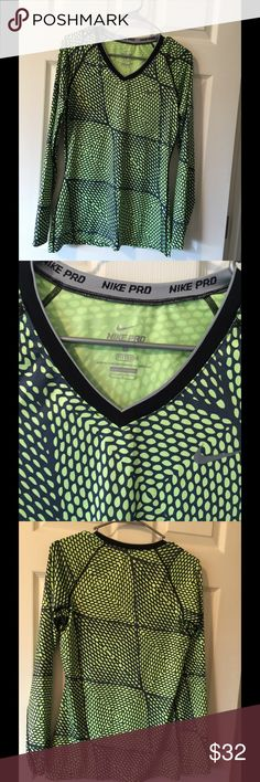 Green Nike fitted top M Super cute long sleeve sports top  Fitted size M Nike Tops Tees - Long Sleeve
