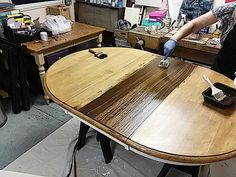 Dragging a chip brush through the gel stain to create a faux wood grain look. Refinish Dining Tables, Refinished Table, Refurbished Furniture, Gel Stain Furniture, Furniture Redo, Painted Furniture, Wood Table, A Table, Wood Staining Techniques