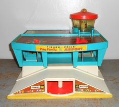 Fisher Price Little People Play Family Airport 1972 Vintage Play Set Jouets Fisher Price, Fisher Price Toys, Vintage Fisher Price, 1970s Toys, Retro Toys, Vintage Toys, Childhood Toys, Childhood Memories, Old Toys