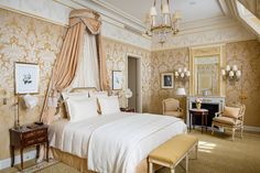 The Ritz Paris Is Back l Changes, subtle and grand, mark the hotel's reopening June 6 after lengthy renovations. Paris Hotels, Hotel Paris, Luxury Home Decor, Luxury Homes, Le Bristol Paris, The Ritz Paris, Hotel Des Invalides, Mansion Bedroom, Mansion Interior